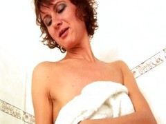 MILF finger bonks muff and anus