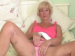 Corpulent granny receives her cum-hole fingered