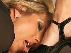 Sexy mini dominatrix fisting a ancient doxy