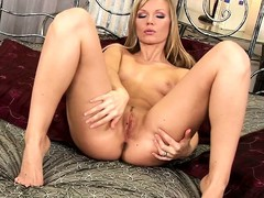 Marvelous comme ‡a thither cute tits and a hot ass sensuously plays thither her twat on the abut on