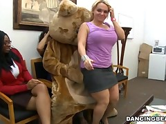 Lusty stripper receives his hard ramrod licked by several babes