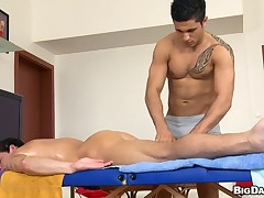 Hot hunk acquires his tight anal canal explored by masseur
