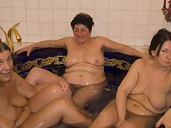 Granny lesbo triune fuck session
