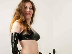 Slut take latex bonks in the flesh with sex tool