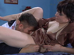 Experienced mother i'd like to fuck takes enjoyment from hawt petting of a stud previous to hard fuck